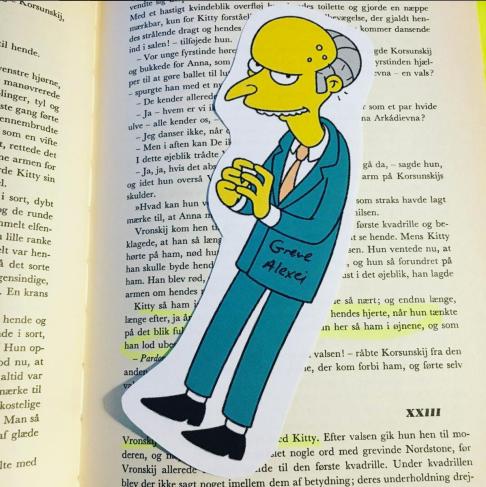 Mr. Burns repræsenterer den grimme og tiltalende Grev Aleksei, Annas mand.